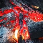 知ってる?バーベキューで残った炭を素早く片付けるコツ